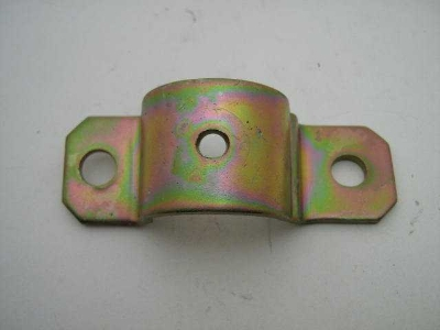 RIGHT SWAY BAR OUTER BRACKET