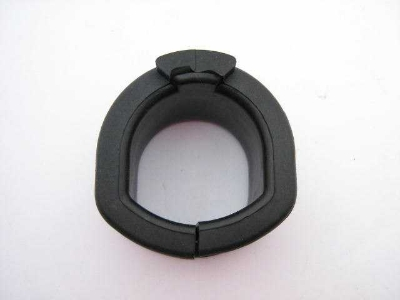LEFT S/RACK MOUNTING RUBBER