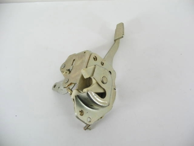 RIGHT FRONT DOOR LATCH ASSY