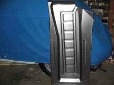 RIGHT FLOOR PAN W SEAT RAILS