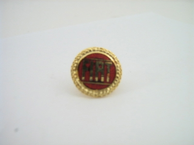"""FIAT"" WREATH PIN IN GOLD TONE"