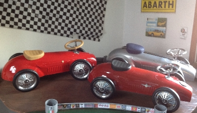 CHILDS SCOOT CAR DISPLAY