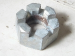 CASTELLATED NUT ON AXLE END